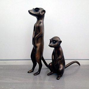 זוג פסלי סוריקטות מברונזה