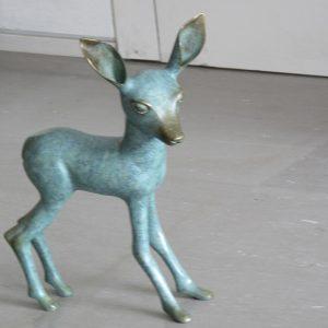פסל במבי מחומרים פולימריים