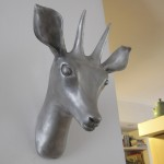 פסל ראש צבי מאלומיניום